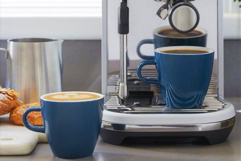 готовить кофе
